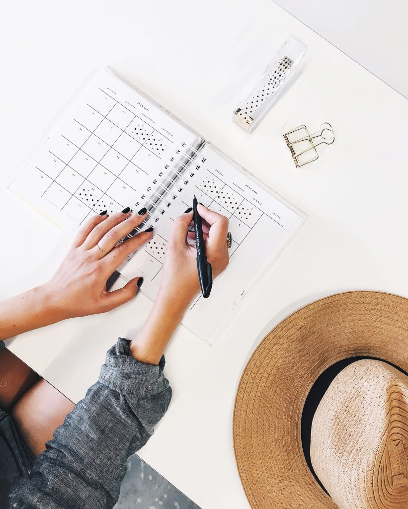 Vrouw aan het ontwerpen